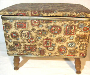 VINTAGE SEWING STORAGE BASKET BOX FOOTED STOOL OTTOMAN EARLY AMERICAN DESIGN $5.99