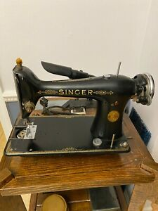 1931 Singer Model 101 Sewing Machine tested working pedal attachments bobbins $90.00