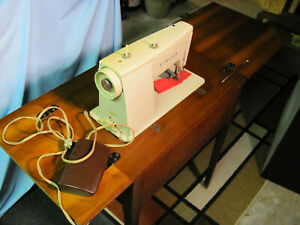PICK UP or ...Singer ZIG ZAG SEWING MACHINE TABLE model 457 $139.00