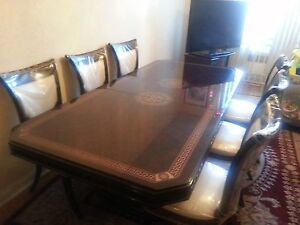 Beautiful Lacquered Stylish Dining Table & 6 Chair Set - Gr8 for Entertaining!