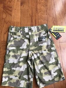 UNDER ARMOUR Camo athletic shorts Boys Youth Size Small S GOLF cargo loose