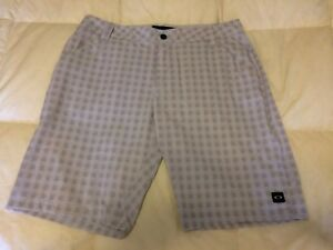 Oakley Casual Golf Chino Shorts MENS 34 Light Grey Plaid Recycled Polyester