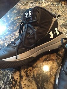 Under Armour Boys Youth Basketball Hi Top Shoes Size 6Y