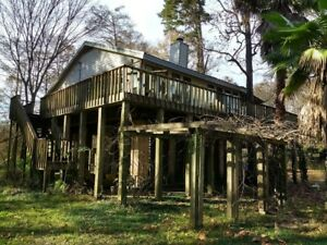 2 homes on blocks along the Amite River in Denham Springs, Louisiana (PRICE REDU