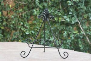 Black Decorative Rustic Cutting Board Stand Plate Holder Hand Made Iron Metal