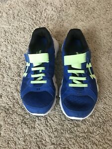 Boys Under Armour Blue Sneakers- Size 2Y- Velcro