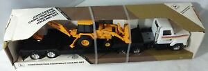 John Deere 125 Scale Construction Equipment Hauling Set - Boxed