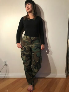 VINTAGE US ARMY CAMOUFLAGE PUNK PANTS MEN SIZE SMALL SHORT OR WOMEN SIZE 28X29