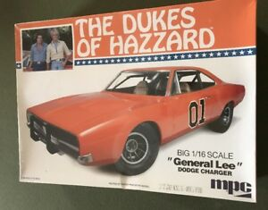 MPC THE DUKES OF HAZZARD  1:16 GENERAL LEE DODGE CHALLENGER