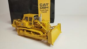 diecast construction equipment 1:48 scale Classic Construction Models CAT D9H