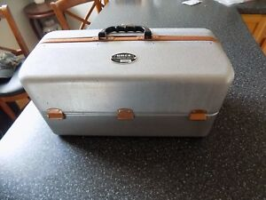 NICE Vintage UMCO Aluminum  Copper Fishing Tackle Box 1000A 7 Fold out Trays