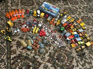 Construction Trucks Machines Signs Cones Die Cast Plastic Key Chains Magnets++