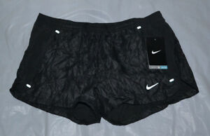 Nike Women's Luxe Textured Tempo Running Shorts size Small style 589083-010