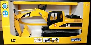 1:16 Bruder CAT EXCAVATOR toy construction vehicle #02439 NEW