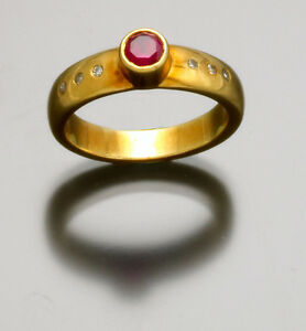Fine Quality Heavy 18K Yellow Gold Ruby and Diamond Ring Deco Period