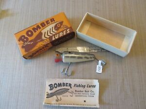 Bomber WOOD KNOT-HEAD Fishing Lure in 2 pc Card board BoxPaper
