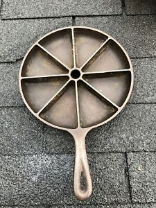 VINTAGE DIVIDED CAST IRON SKILLET CORNBREAD PAN #8 CB MADE IN THE USA D2