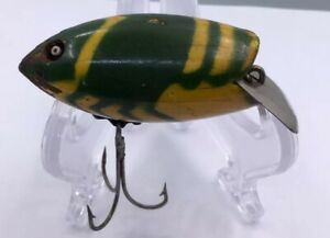 RARE***** GREEN & YELLOW MEDLEY WIGGLY CRAWFISH MADE BY HAMILTON F.B.  (I473)