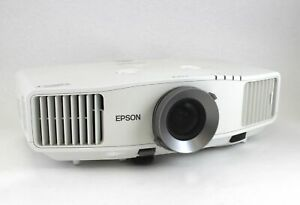 Epson G5550 Tri-LCD Projector Built in Speakers 1024x768 Less than 200 Lamp Hour