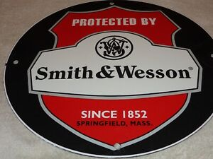 VINTAGE PROTECTED BY SMITH & WESSON 11 34