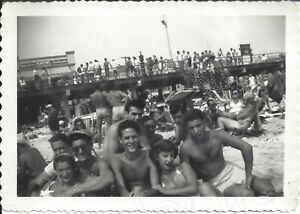 1949 Photo Young Shirtless Men amp; Pretty Women Bikinis Crowds Rockaway Beach NY