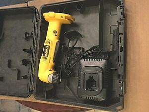 DeWALT DW960 18 Volt 3 8quot; Cordless Right Angle Drill Charger and Case $129.99