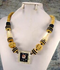 Vintage Wood MOP Bead Necklace w Inlaid Mother of Pearl Flower Mosaic Pendant $24.99