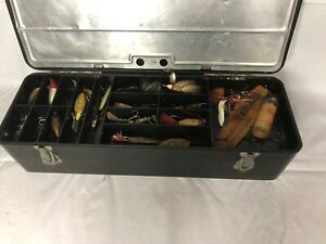 VINTAGE FLOATING PAL FISHING TACKLE BOX FULL OF OLD LURES W WOOD SPINNERS ETC