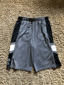 Boys Under Armour Shorts Size Youth XL $6.50