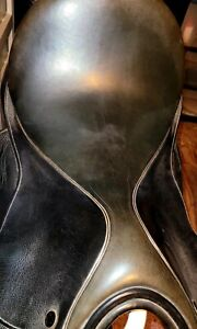 M. Toulouse Sellier 17.5 in. black dressage saddle great condition med wide $405.00