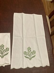 "New no package Finger Tip Towels 2 21""x13"" $2.99"