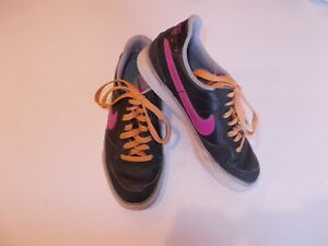 Nike Girls Youth Size 6.5 Black And Pink Lace Up Low Top Shoes $15.99