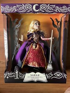 Disney Limited Edition Hocus Pocus Sanderson Sister's SARAH Doll In Hand $250.00
