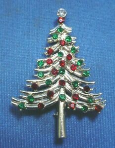 Vintage Signed DODDS 2.5quot; Christmas Brooch w Red amp; Green Stones w Gold Tone Tree $14.95