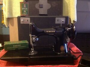 Singer Antique Sewing Machine 1940. $500.00