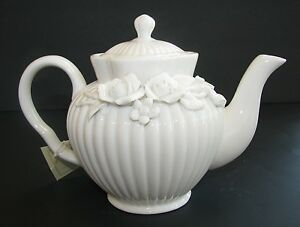 NEW GRACIE CHINA 3-D VICTORIAN ROSE WHITE CERAMIC COFFEE/TEAPOT 3.5 CUP/28 oz