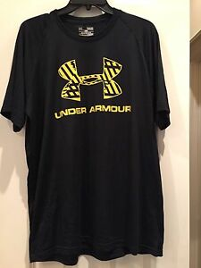 MENS TOP UNDER ARMOUR BLACK WYELLOW NICE ATHLETIC SHIRT HEATGEAR  SZ M