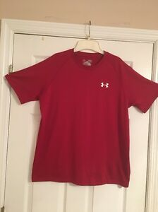 Men's UNDER ARMOUR Loosedry Fit Shirt Red Medium