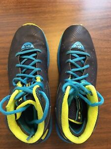 Under Armour Boys Basketball Shoes BlackDark Blue Size 5Y