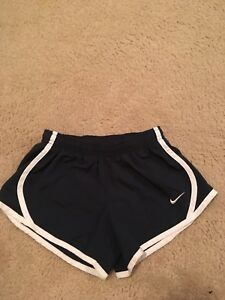 NIKE Dri-fit Tempo Girls Kids XS EUC Navy with white trim dry fit shorts