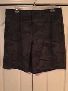 NEW Under Armour HeatGear Mens Green Camouflage CasualGolf Shorts-38W -NWT