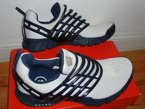 EUC Nike Presto running shoes women's small white and navy blue