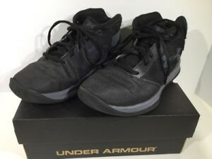 Under Armour BPS Jet 2017 Boys Size 3 Black Mid Top Lace Athletic Shoes XK-1570