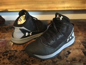 Boy's Under Armour Athletic Basketball Shoes Size 3Y Multi-Color Synthetic