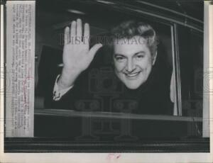 1963 Press Photo Lee Librace waves her hand as he leaves Pittsburgh  - RSH20063