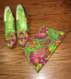 Vintage 1960's Pumps Low Heel Fabric Covered 9 12 w Purse Flower Power Paisley