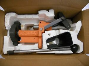 LYMAN T-MAG PRESS 6 STATION SNAP OFF TURRET WITH PRIMING ACCESSORIES