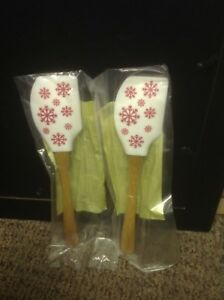 New Pampered Chef Let it Snow - (2) White Snowflake Scrapers Item #1274