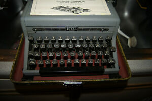 Vintage Hemingway Royal Portable Quiet Deluxe Typewriter c 1949s Excellent