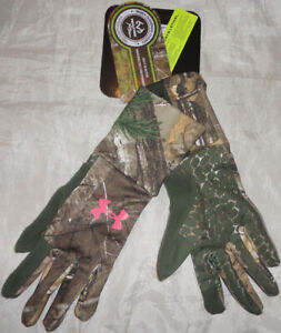 NWT Under Armour Women's ColdGear Scent Control Hunting Gloves Camo